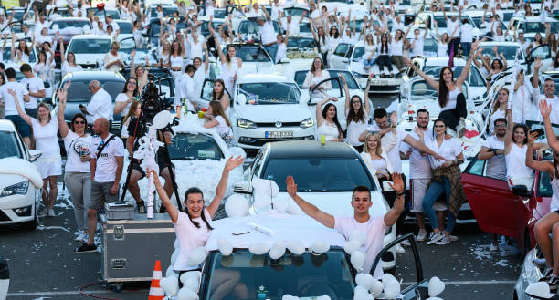 DEU: Drive-In Party In White