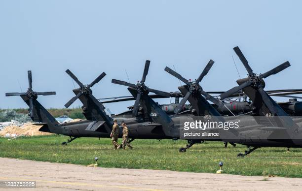 July 2021, Romania, Mihail Kogalniceanu: Five Sikorsky UH-60 Black Hawk aircraft of the US Army are parked at a NATO airport in Romania. Photo:...
