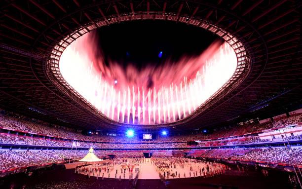 23 يوليو 2021: الألعاب النارية تضيء السماء خلال حفل الافتتاح في أولمبياد طوكيو 2020.