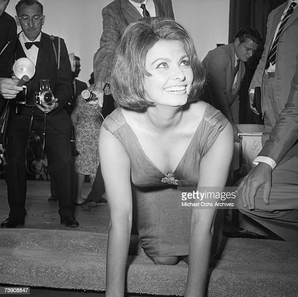 July 26 California Hollywood Graumans Chinese Theatre Sophia Loren Ceremony 120 putting her handprints in cement