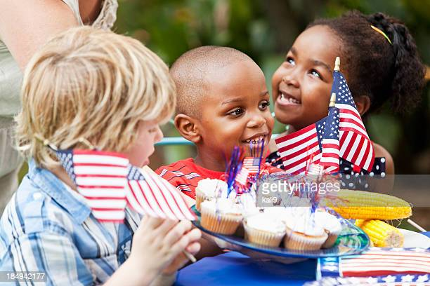 july 4th or memorial day picnic celebration - fourth of july stock pictures, royalty-free photos & images