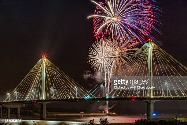 july 4th usa independence celebration fireworks on top of clark bridge in the border of missouri and illinois - new bay bridge stock pictures, royalty-free photos & images