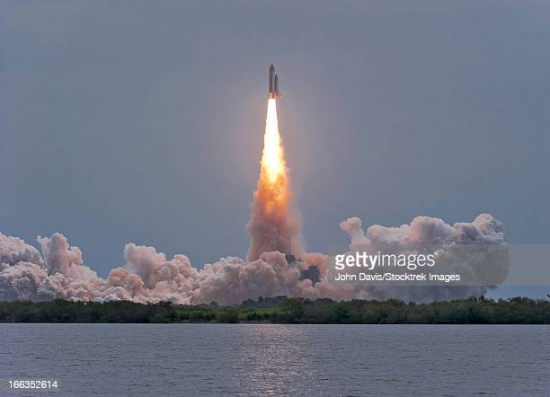 july 8, 2011 - the final launch of space shuttle atlantis from kennedy space center, cape canaveral, florida. - space shuttle atlantis stock pictures, royalty-free photos & images