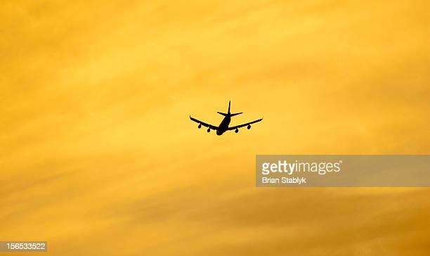 Jumbo Jet Deoarting