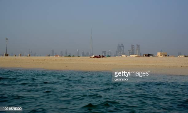 Öffentlicher Strand Jumeirah und Skyline von Dubai, Vereinigte Arabische Emirate
