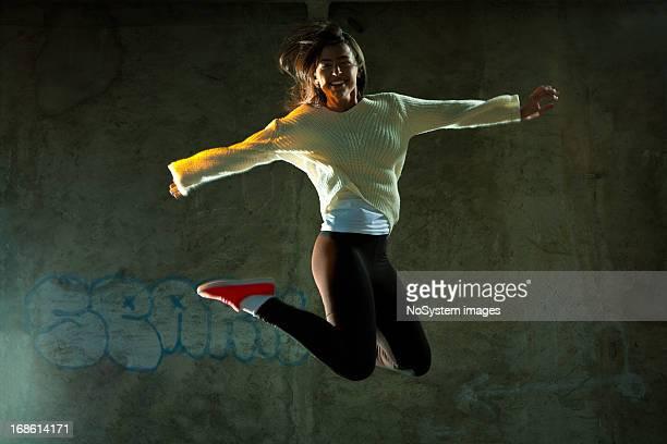 ジャンプダンス - 赤の靴 ストックフォトと画像