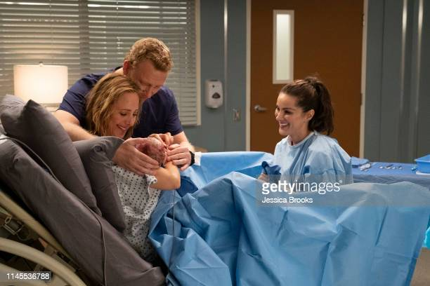 S ANATOMY Jump into the Fog As fog begins to cover Seattle the doctors of Grey Sloan navigate through personal complications Meredith and Alex...
