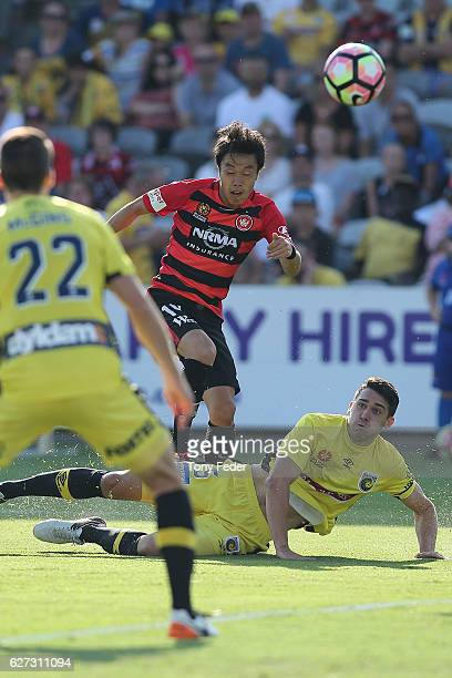 Jumpei Kusukami of the Wanderers scores a goal a goal during the round nine A-League match between Central Coast Mariners and the Western Sydney...
