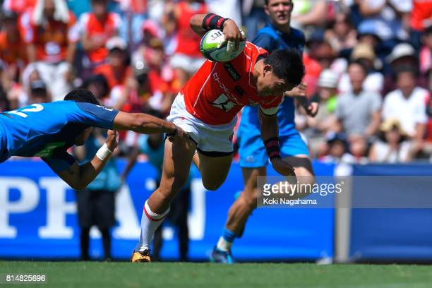 Jumpei Ogura of Sunwolves runs with the ball during the Super Rugby match between the Sunwolves and the Blues at Prince Chichibu Stadium on July 15...