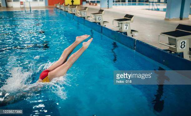 jumping in the swimming pool - competition group stock pictures, royalty-free photos & images