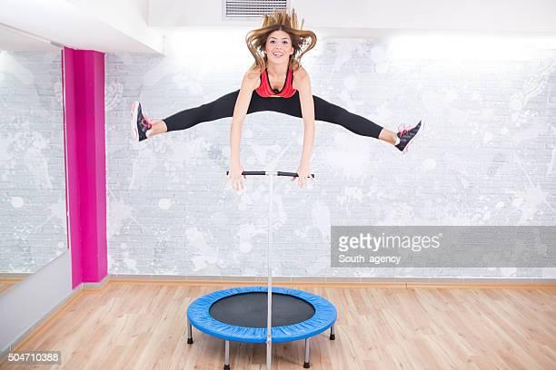 Springen auf Trampolin