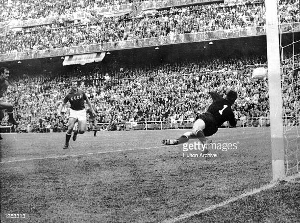 European Nations Cup final Spain v USSR at the Bernabeu Stadium in Madrid Pereda of Spain opens the scoring Khusainov of Russia equalised shortly...