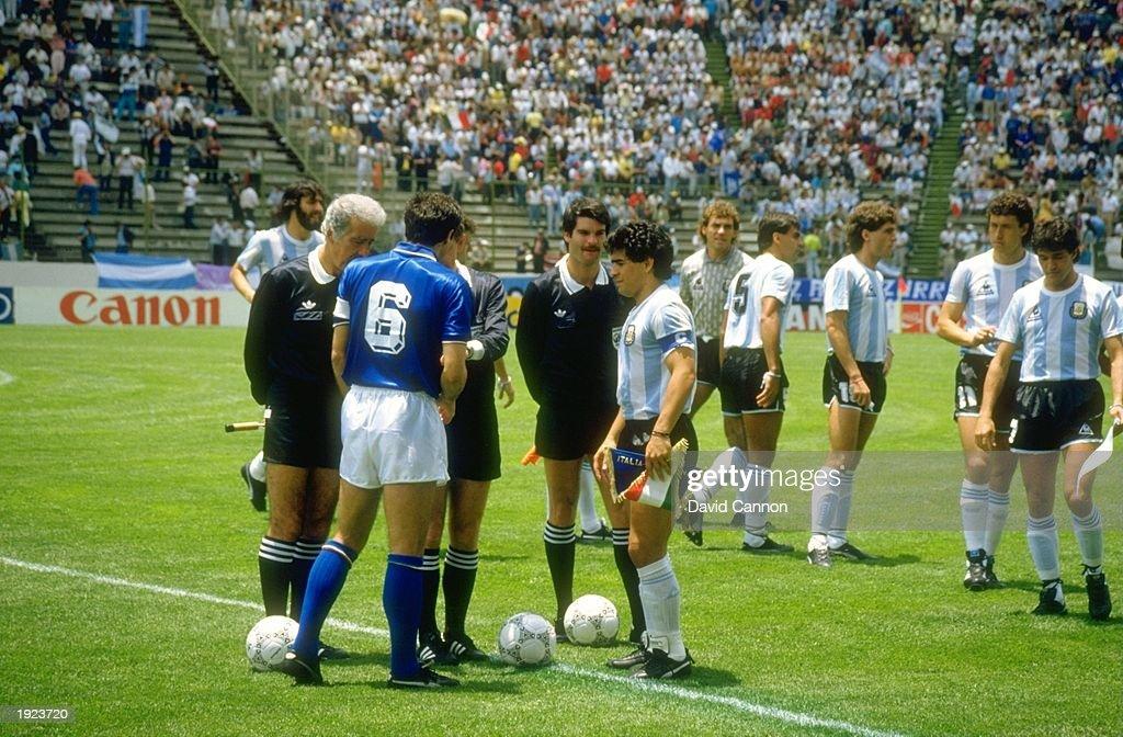 Diego Maradona of Argentina and Scirea of Italy : News Photo