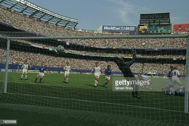 Dino Baggio of Italy scores during a World Cup match against Norway at the Giants Stadium in New York, USA. Italy won the match 1-0. \ Mandatory...