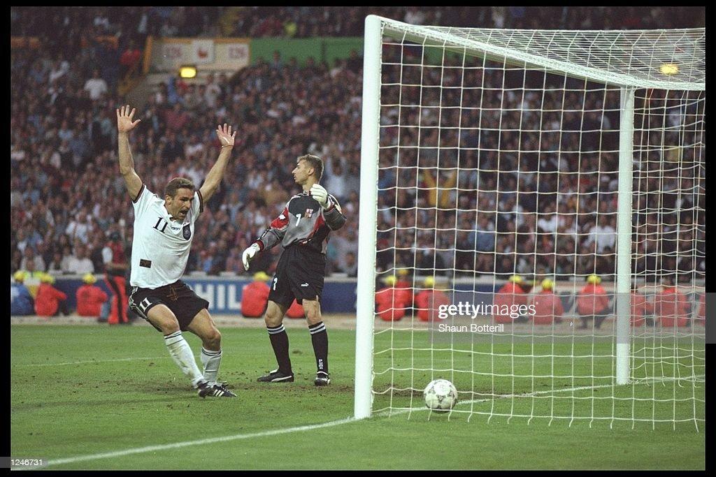Stefan Kuntz of Germany (number 11) celebrates Oliver Bierhoff's winning goal : News Photo