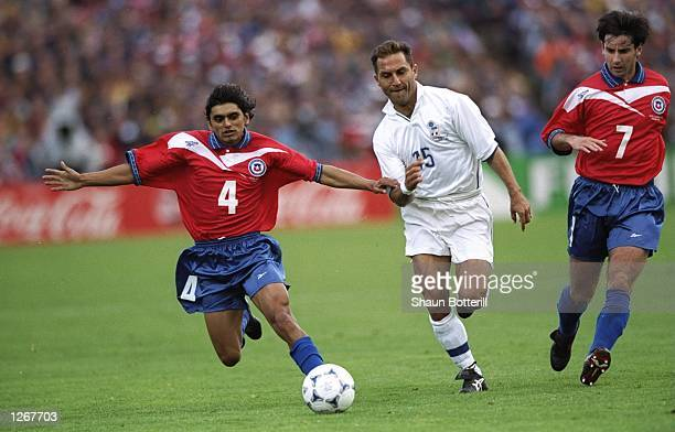 Angelo Di Livio of Italy takes on Francisco Rojas and Nelson Parraguez of Chile during the World Cup group B game at the Parc Lescure in Bordeaux...