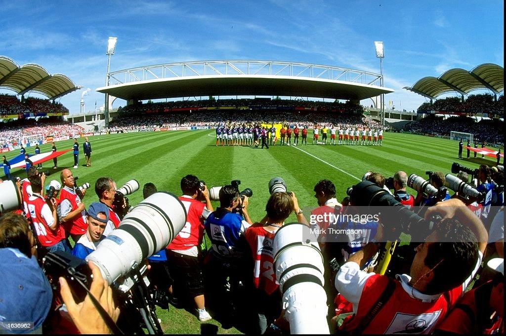 Photographers shoot the line-ups : Photo d'actualité
