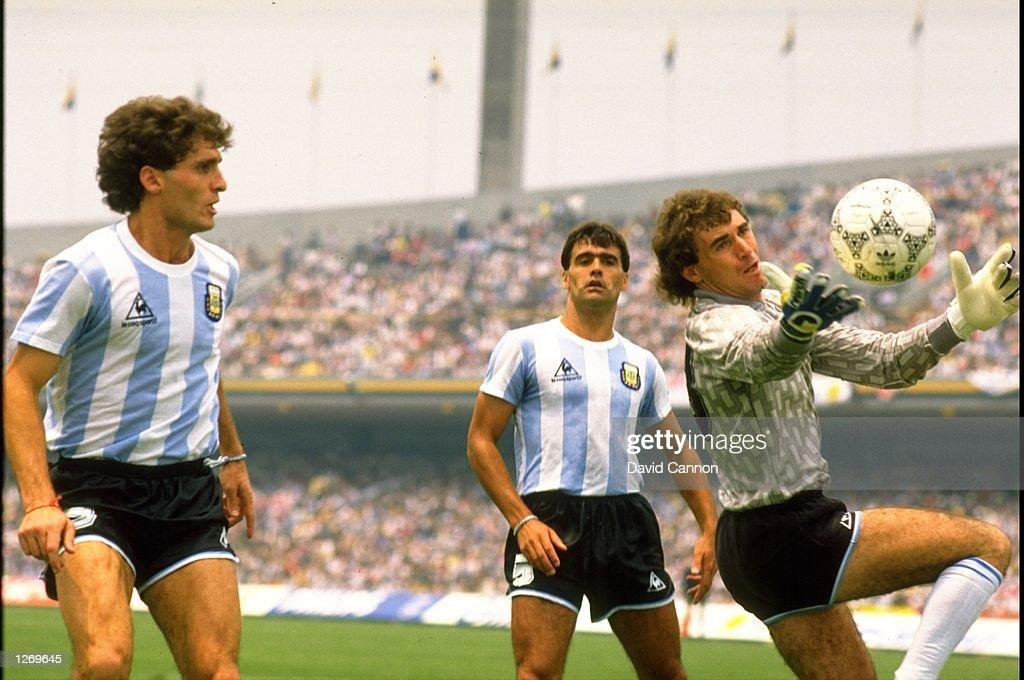 Argentinian goalkeeper Nery Pumpido : News Photo