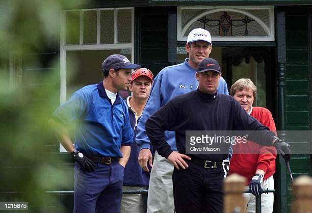Vice captain of the Australia cricket team Shane Warne with Michael Bevan Adam Gilchrist Tom Moody and Sandy Gordon during a round of golf at the...