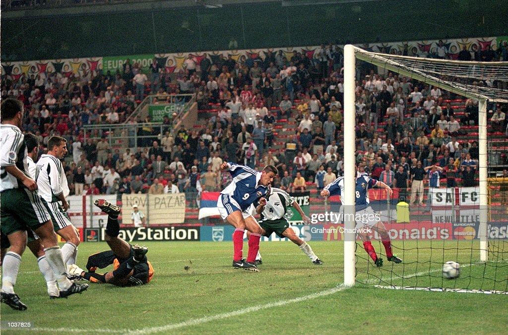 Savo Milosevic : News Photo