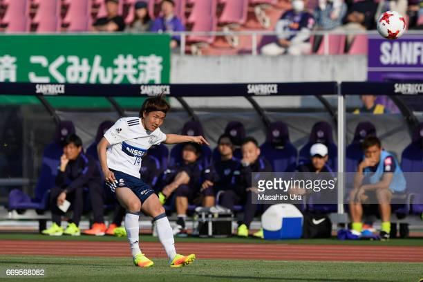 Jun Amano of Yokohama F.Marinos in action during the J.League J1 match between Sanfrecce Hiroshima and Yokohama F.Marinos at Edion Stadium Hiroshima...