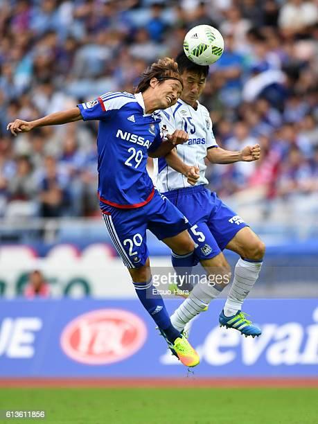 Jun Amano of Yokohama F.Marinos#29 and Yasuyuki Konno of Gamba Osaka#15 compete for the ball during the J.League Levain Cup semi final second leg...