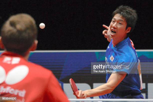 Jun Mizutani of Japan competes against Liam Pitchford of England in the Men's Group C match between Japan and England on day two of the World Team...