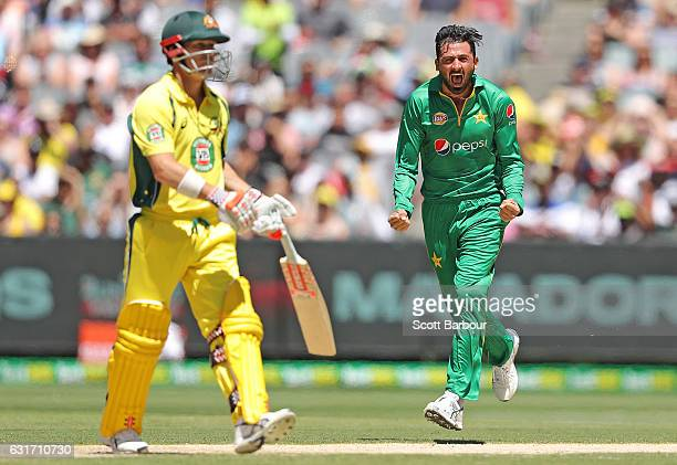 MELBOURNE AUSTRALIA JANUARY Junaid Khan of Pakistan celebrates after dismissing David Warner of Australia during game two of the One Day...