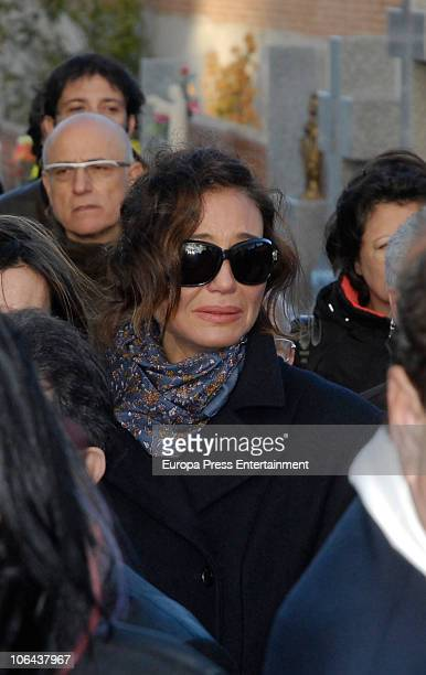 Juncal Rivero attends the funeral for Carla Duval sister of vedette Norma Duval at San Isidro Cementery on November 1 2010 in Madrid Spain Carla...