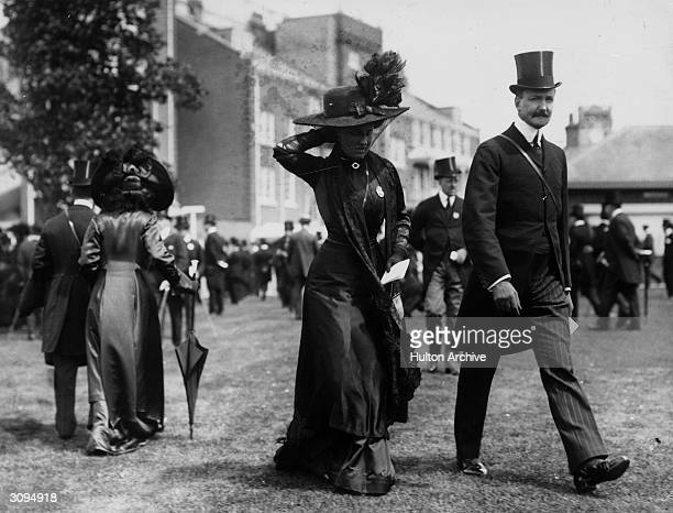 Earl of Ilchester and the Countess of Ilchester on the first day of 'Black Ascot' when racegoers mourn for King Edward VII who was an enthusiastic...