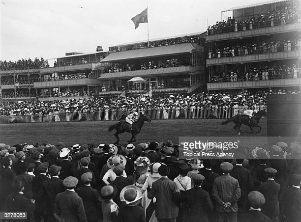 The finish of the Coventry Stakes at Ascot.