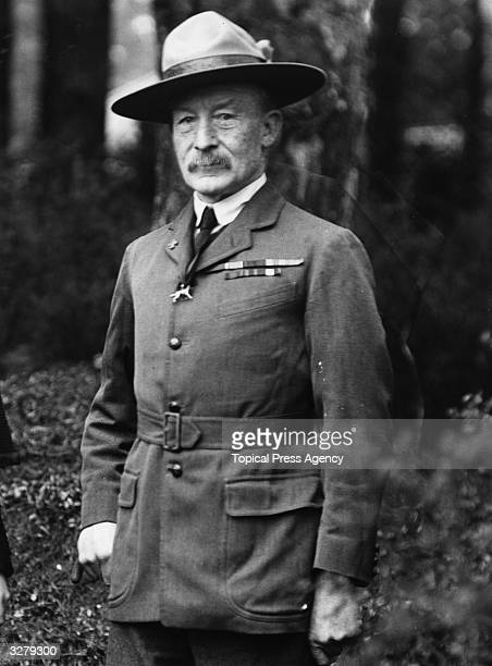 MajorGeneral Robert BadenPowell founder of the Boy Scout Movement BadenPowell masterminded the successful defence of Mafeking during the 2nd South...