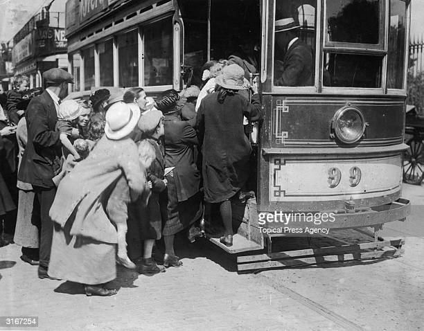 Irish refugees from Belfast arrive in Dublin following the partition of Ireland into north and south