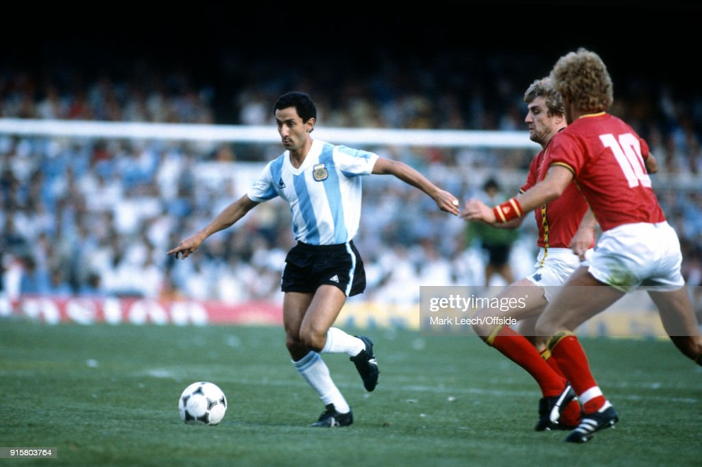 Osvaldo Ardiles of Argentina on the ball (photo by Mark Leech/Offside/Getty Images).