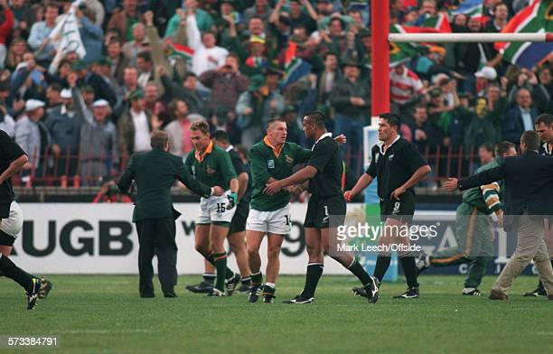 24 June 1995 Rugby World Cup Final New Zealand v South Africa James Small of South Africa shakes hands with Jonah Lomu at the final whistle as All...