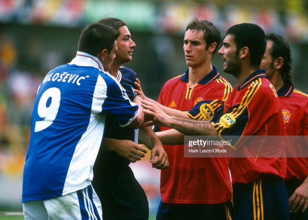 Yugoslavia v Spain Euro 2000 : News Photo