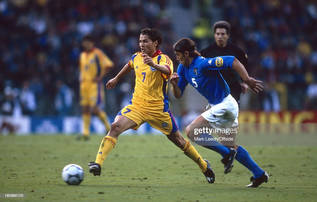 Italy v Romania - EURO Championships 2000 Quarter Final : News Photo