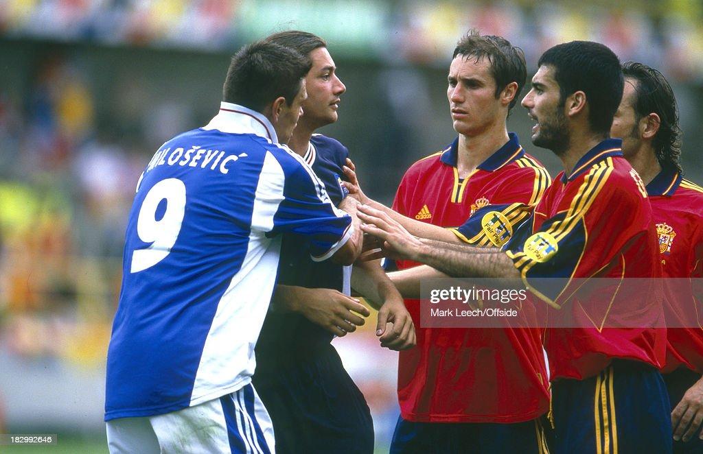 Spain v Yugoslavia - EURO Championships 2000 : Nachrichtenfoto