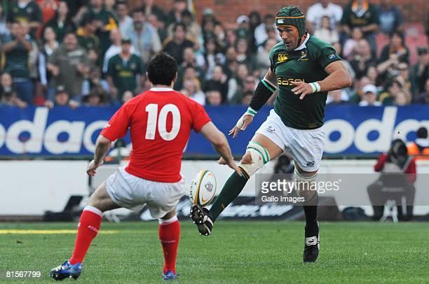 June 2008 Stephen Jones looks on as Victor Matfield kicks during the International test match between South Africa and Wales held at Loftus Versfeld...