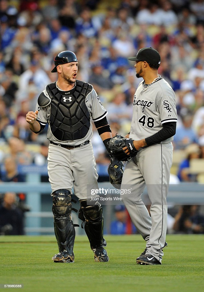 Chicago White Sox Catcher Tyler Flowers [6904] talks with Chicago ...