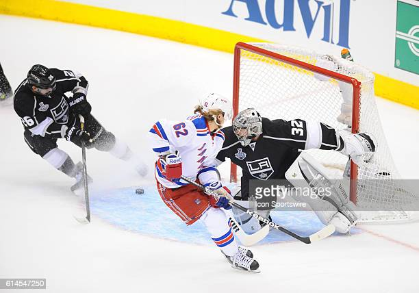 New York Rangers Left Wing Carl Hagelin [10542] scores a shorthanded goal on Los Angeles Kings Goalie Jonathan Quick [5348] for the Rangers second...