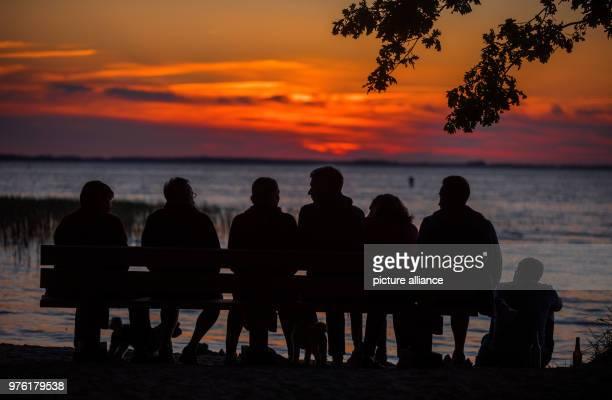 June 2018, Boek, Germany: Travellers watching the sun set at the Muertiz. Photo: Jens Büttner/dpa-Zentralbild/dpa