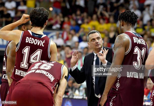 Basketball Bundesliga FC Bayern Munich vs ALBA Berlin finals at the Audi Dome Bayern's head coach Dejan Radonjic talks to his players Nihad Djedovic...