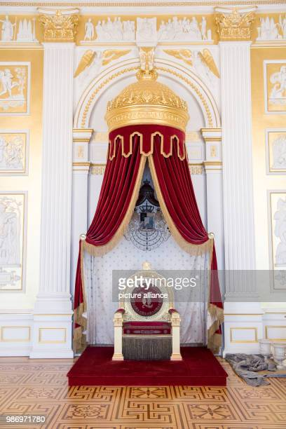 View into the Queen's throne room in the Munich Residenz The reopening of the Koenigsbau of the Munich Residenz is to be celebrated on 29 June 2018...