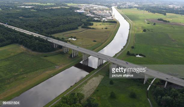 The aerial view shows cars that cross the Hunte bridge Photo Carmen Jaspersen/dpa