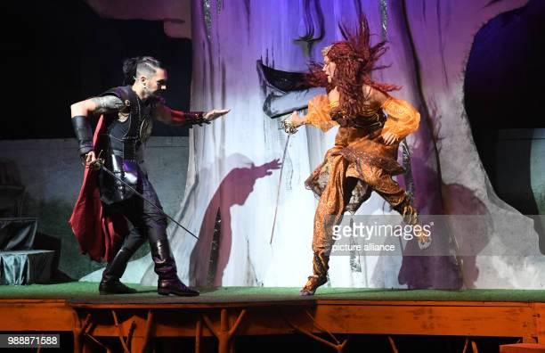 June 2018, Germany, Zinnowitz: Paola Brandenburg as the elf leader Gunara and Reiko Roelz as the leader Jaron perform on stage. Around 900 people...