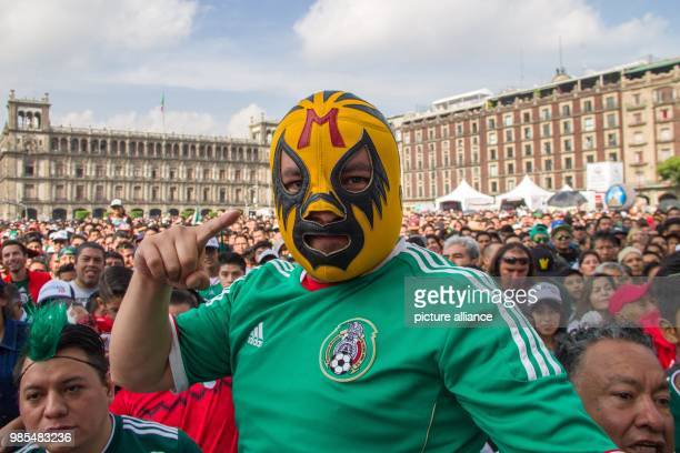 Mexican fans gather in the capital to watch the World Cup match between Mexico and Sweden Photo Gerardo Vieyra/dpa