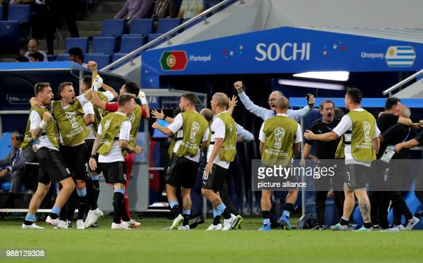 Fußball Football World Cup Uruguay vs Portugal at the Fisht Stadium The players on the Uruguay subs bench celebrate after the goal for 10 Photo...