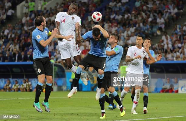 Fußball Football World Cup Uruguay vs Portugal at the Fisht Stadium Jose Maria Gimenez of Uruguay and William Carvalho of Portugal vie for the ball...
