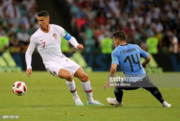 Fußball Football World Cup Uruguay vs Portugal at the Fisht Stadium Lucas Torreira of Uruguay and Cristiano Ronaldo of Portugal vie for the ball...